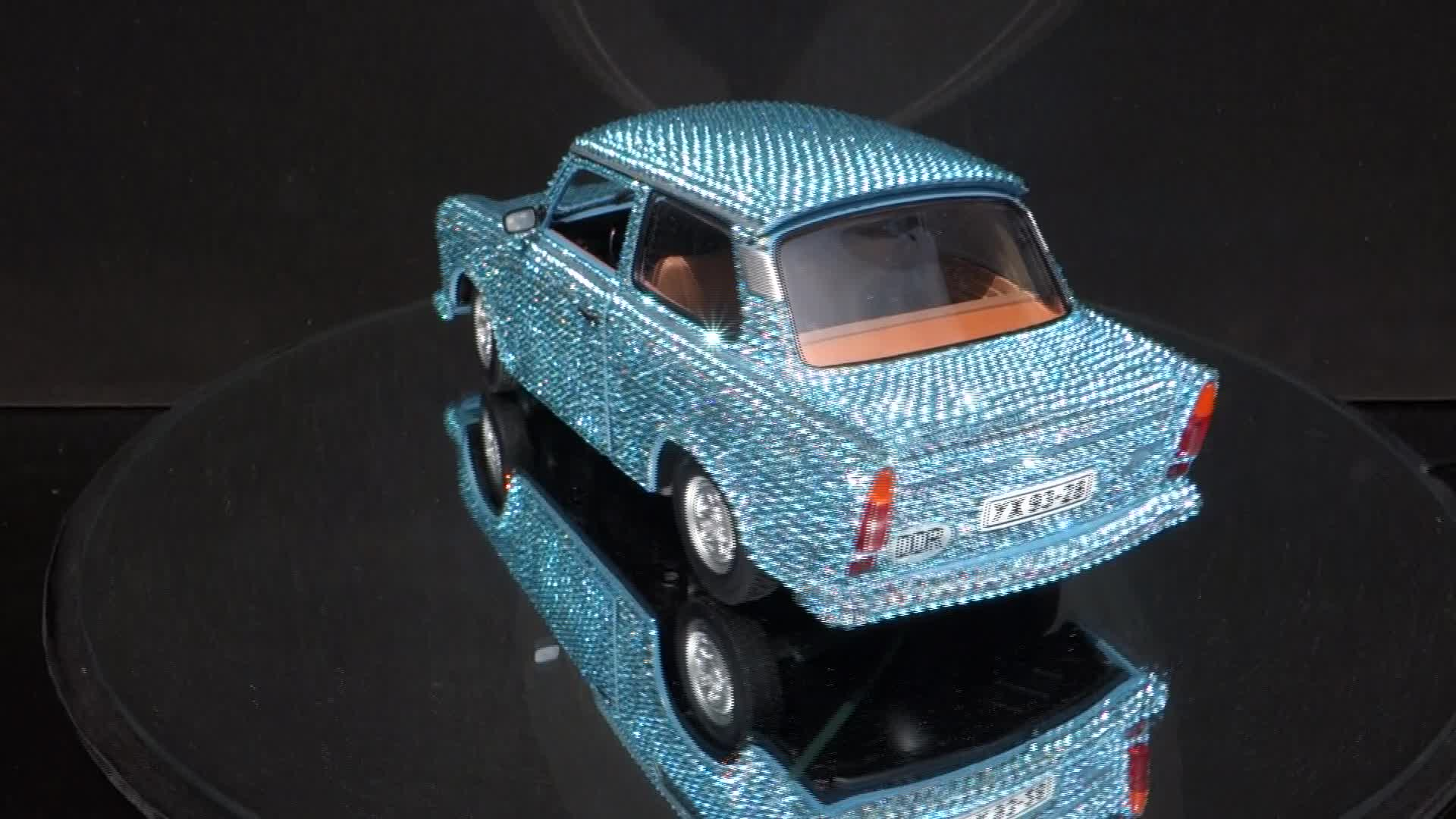 Sun Star Trabant 601  with Crystal Swarovski Elements 1:18 Neu OVP